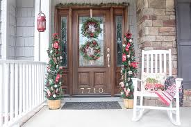 christmas front door decorationsChristmas Door Decorations to Remind You of a Cozy Cabin in the Woods