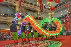 Barongsai adalah tarian tradisional tiongkok dengan menggunakan sarung yang menyerupai singa. Ayok Merapat Lagi Ke Amplaz Hari Ini Barongsai Naga Selatan Yogyakarta Facebook