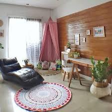 Desain ruang santai keluarga ini dapat didesain senyaman mungkin serta dilengkapi dengan televisi atau sarana hiburan lain. 10 Desain Ruang Keluarga Kekinian Ini Pas Untuk Rumah Mungil
