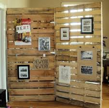Make A Recycled Wooden Pallet Room Divider That You Can Easily Hang Things  On.