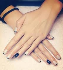 Simple Manicure Beige Black Nails Nápady Na Nehty Nehty A