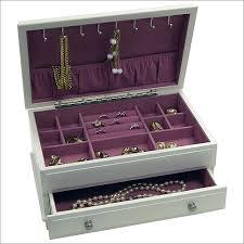 صناديق لمكياج ومجوهرات العروس