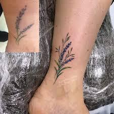 фото исправления женской татуировки на ноге веточки лаванды в стиле