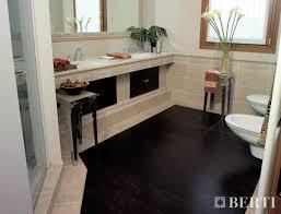 Berti consiglia: posso mettere il parquet in bagno? va bene il