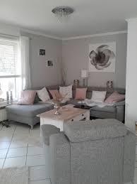 Wohnzimmer In Grau Weiß Und Farbtupfer In Matt Rosa In 2019