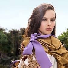 紫のリボンをつけたキャサリン・ラングフォード