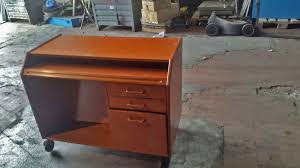 Scrivania porta pc in legno usata