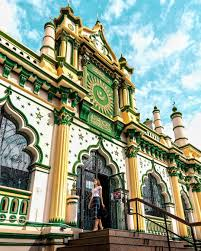 SAVE THIS POST FOR YOUR NEXT SINGAPORE INSPO⭐️ ... 🕌 The Abdul Gafoor  Mosque was built in 1907 to replace the smaller wooden Dunlop … |  Singapore, Building, Mosque