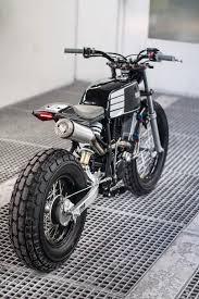 moto yamaha bike. rear 3/4 view \ moto yamaha bike