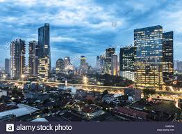 Twilight su Giacarta quartiere degli affari nell'area di Kuningan in  Indonesia la città capitale Foto stock - Alamy