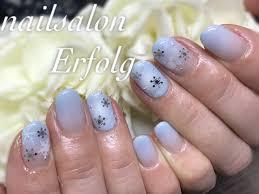エアブラシ雪の結晶爽やかブルーの冬ネイル 銀座でおすすめのネイル
