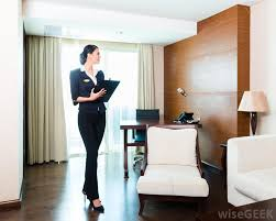 what does an executive housekeeper do pictures executive housekeepers inspect hotel rooms