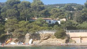 agence immobilière dans le lavandou location villa vue mer pieds dans l eau 12 personnes le rayol