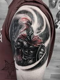 спартанец мужская татуировка на плече сделать тату у мастера вики