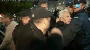 Волен Сидеров пак нахлу в НАТФИЗ, опит за саморазправа при извеждането му  (видео) - България | Vesti.bg