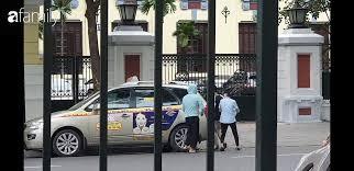 Cái kết đẹp vụ bé trai bị bỏ rơi trong khe tường ở Hà Nội: Ông