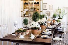 Decorating-A-Tabletop-with-Topiaries-