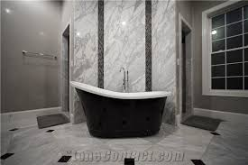 bathroom accent wall using super white quartzite to tie the countertops and room together