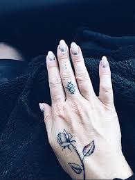 Nika Chic Ano či Ne Tetování Na Prsty Dlaně A Hřbety Rukou