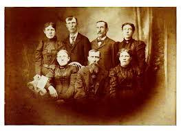 Hopelessly Addicted to Genealogy: Benjamin Franklin Garrison family  portrait.