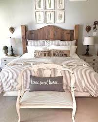 Magnificient farmhouse master bedroom decor design ideas Bed 35 Rustic Farmhouse Bedroom Ideas For Rustic Country Home Home Cbf 35 Creative Ways To Decorate Rustic Farmhouse Bedroom