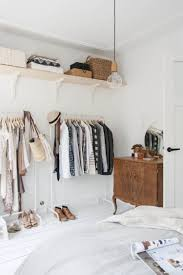 Schlafzimmer Mit Offenem Kleiderschrank Und Antiken Möbeln Future