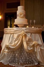 Love Wedding Decorations Headtable Beautiful Tablecloth I Also Love How The Glass