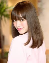 40代女性におすすめの髪型ミディアムストレートの前髪ありと前髪なし