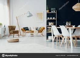 Stühle Esstisch Weiß Und Schwarz Loft Interieur Mit Hocker Der