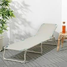 Дървени шезлонги, масички за шезлонг и плажни шатри, които могат да се използват на различни места. I4tsxh7yckie M
