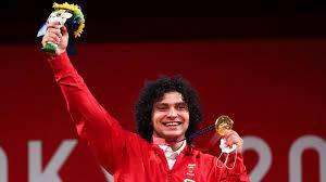 الرباع القطري فارس إبراهيم ينال الميدالية الذهبية في رفع الأثقال (فيديو)