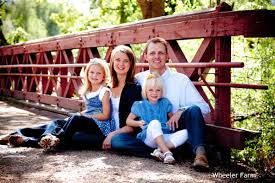 cute outdoor family picture ideas designs