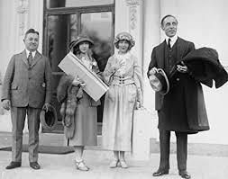 Amazon.com: 1922 photo Dorothy & Lillian Gish, D.W. Griffith, 3/27/22  Vintage Black & Whi g8: Photographs