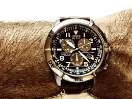 men s citizen perpetual calendar titanium alarm chronograph eco i have bought this citizen watch because i really like the fact that it needs no batteries changing batteries is a relatively costly requirement and it