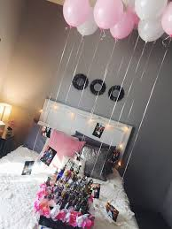 easy and cute decorations for a friend or girlfriends 21st