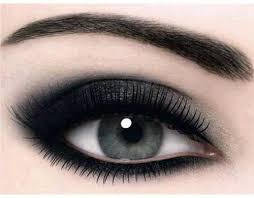 if you are thinking that smokey eyes cannot give you good look then you are again wrong smokey eyes makeup is good and
