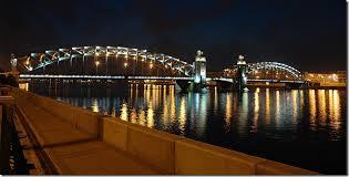 Знаменитые мосты Петербурга Дворцовый мост разводной чугунный мост через Неву в Санкт Петербурге Дворцовый мост соединяет центральную часть города с Васильевским островом