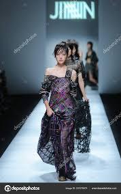Model Displays New Creation Jinnnn Jin Chong Fashion Show Shanghai – Stock  Editorial Photo © ChinaImages #241979674