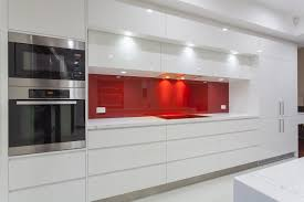i love white contemporary kitchens as they simply look very stylish as shown in the above photo the high gloss contemporary style kitchen cabinets combine