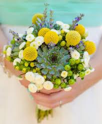 Un vaso con fiori semplici, delicati, raffinati e coordinati con foglie e piccoli decori, destinato a centro tavola potrà arricchire lo spazio rendendolo accogliente e carico di naturalezza. Sposarsi A Settembre Quali Fiori Offre La Stagione Floradecor