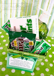 end of the year gift idea mint basket darling doodles gift basket ideas for a teacher gift basket teacher natalie best