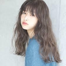 グレーの髪色にトライ外国人風ヘアスタイルにもなれる Hair