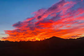 Brescia, spettacolo all'alba: il cielo è rosa (e non solo ...