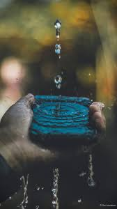 hand mobile phone water splash 4k ultra