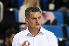 WSU hoops coach Kyle Smith has COVID; team releases partial schedule -  CougCenter