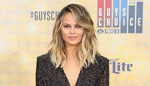Chrissy teigen just dyed her hair, and it's giving us summer vibes. Chrissy Teigen S Hair Evolution See The Pics Purewow