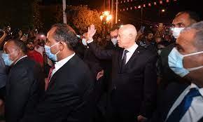 إقالات بالجملة.. ما أبرز التطورات في تونس؟