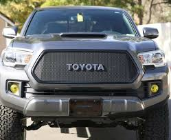 Toyota-Tacoma-2016-Grill-With-Toyota-Emblem-08.jpg