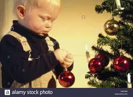 Weihnachtsbaum Kerzen Junge Weihnachten Baum Kugel Halbe