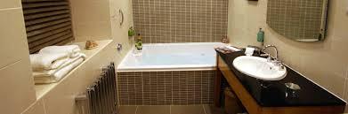hotel bedrooms with en suite jacuzzi